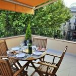 Situé au cœur du centre historique de Figueres, à 2 minutes de marche du musée Dali, l'Apartament La Placeta Figueres est un appartement de luxe doté de 2 terrasses meublées et d'une connexion Wi-Fi gratuite. Donnant sur une place paisible, cet hébergement climatisé dispose du chauffage, d'une cuisine moderne entièrement équipée ainsi que d'un coin salon et repas.