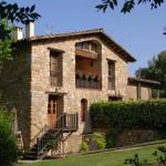 Situé dans de grands jardins avec une piscine extérieure, un barbecue et une aire de jeux, l'établissement Can Cruanyes offre une vue imprenable sur les Pyrénées catalanes qui l'entourent. Vous profiterez gratuitement d'une connexion Wi-Fi et d'un parking privé sur place.