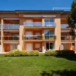 Situé au cœur de jardins, à 800 mètres des plages de Sa Riera, l'établissement Sa Guilla propose des appartements dotés d'une terrasse donnant sur la piscine. Le complexe se trouve à 15 minutes en voiture de Palafrugell et de Torroella de Montgrí.