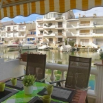 Casa Sabrina is located in Empuriabrava. The accommodation will provide you with air conditioning and a balcony.