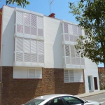 Apartment L'Escala Girona is a self-catering accommodation located in L'Escala. There is a full kitchen with a microwave and an oven.