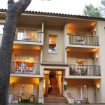 Two-Bedroom Apartment Apartment Pals Girona is a self-catering accommodation located in Begur. FreeWiFi access is available.