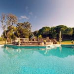 Located in Vilobí d'Onyar, Villa in Girona II offers an outdoor pool and a tennis court. This self-catering accommodation features free WiFi.