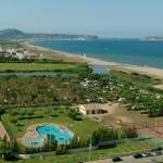 Situé en bord de plage à Playa de Pals, l'Albatross Camping - Playa Brava dispose d'une piscine et d'un restaurant. Ce camping propose des mobile homes décorés avec simplicité et pourvus d'une terrasse couverte privée et meublée.