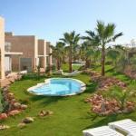 Le complexe L'Escala propose des appartements modernes, situés au milieu de jardins paysagers, dotés de lits de bronzage et de 7 petites piscines extérieures. Tous les appartements sont climatisés.