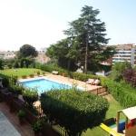 Dotés d'une piscine extérieure accessible en saison, les lumineux appartements de l'établissement Playas Fenals se trouvent à seulement 500 mètres de la plage de Fenals. Tous possèdent un balcon meublé avec vue sur la piscine et les jardins.