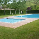 Le Camping Pirinenc vous accueille à Campdevànol, à 3 km de Ripoll, dans les Pyrénées catalanes. Situé à proximité de la rivière, le camping comprend une piscine extérieure, ainsi qu'une zone Wi-Fi et un parking gratuits.