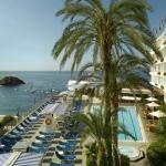 Situé en bord de mer, le Gran Hotel Reymar bénéficie d'un accès direct à la plage de Mar Menuda. Il est doté d'une piscine extérieure, d'un bain à remous, d'un spa, de courts de tennis et d'une école de plongée.
