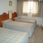 Situé à 10 minutes à pied de la plage de Sant Feliu de Guíxols, l'établissement Hostal El Cisne propose des chambres avec salle de bains privative. La connexion Wi-Fi est accessible gratuitement dans toute la maison d'hôtes.