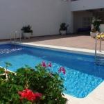 Situé à 400 mètres de la plage et du port de l'Estartit, ce complexe d'appartements moderne possède une petite piscine en plein air. Chaque appartement est climatisé et comprend un balcon meublé, la télévision et une place de parking couverte.