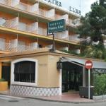Situé à 200 mètres de la plage de Palamós, le Vostra Llar offre une connexion Wi-Fi gratuite et des chambres spacieuses et climatisées avec télévision. Le restaurant de l'établissement sert une cuisine régionale typique que vous pourrez savourer sur sa charmante terrasse aménagée en jardin.