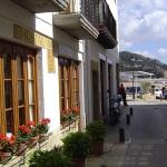 L'hôtel Maria Rosa est situé à 50 mètres de la plage de Tossa de Mar sur la Costa Brava. Il propose des chambres simples avec un ventilateur et une télévision par satellite à écran plat.