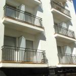 La maison d'hôtes à la gestion familiale Pensió Vista Alegre se trouve à seulement 20 mètres de la plage, dans la charmante vieille ville de L'Escala. Elle propose des chambres lumineuses dotées d'un balcon, d'une connexion Wi-Fi gratuite et d'une salle de bains privative.