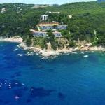 Situé sur les collines des alentours de Tossa de Mar sur la Costa Brava, ce complexe d'appartements possède une piscine extérieure. Tous les hébergements disposent d'un balcon avec vue sur la mer ou sur la montagne.