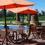 Situé à côté du minigolf de Castelló d'Empúries, l'Hostal Rural Ca La Caputxeta est un hôtel champêtre qui propose une piscine extérieure ouverte en saison et une connexion Wi-Fi gratuite. Les chambres climatisées sont équipées d'une télévision par satellite à écran plat et de chaussons gratuits.