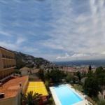 Roses: séjournez au cœur de la ville  Situé sur une colline surplombant la ville de Roses, l'hôtel Grecs dispose d'une grande piscine extérieure et d'un espace de connexion Wi-Fi gratuite. Chaque chambre est fonctionnelle et dotée d'un balcon offrant une vue magnifique sur la Costa Brava.