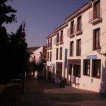 L'Hotel Can Pepín se trouve dans le centre de Cadaqués, à 150 mètres de la plage. Cet établissement à la gestion familiale propose des chambres dotées du chauffage, d'une télévision à écran plat, d'un ventilateur et d'une salle de bains privative.