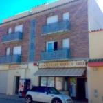 Situé à Sant Pere Pescador, l'Aparthotel Raquel propose des studios climatisés et une connexion Wi-Fi gratuite. Il se trouve près de la réserve naturelle Aiguamolls d'Empordà et à 5 minutes en voiture des plages de la Costa Brava.
