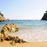 Situé à seulement 4 km de Tossa de Mar, sur la Costa Brava, le Camping Pola propose des bungalows toilés. Il dispose d'une piscine et d'une connexion Wi-Fi gratuite et se trouve à côté de la plage.