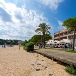 L'Hotel Restaurant Sant Pol est situé sur la plage de Sant Pol, sur la Costa Brava, en Catalogne. Il propose des chambres climatisées avec balcon et vue sur la mer et dispose d'une connexion Wi-Fi gratuite.