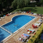Situé à Lloret-del-Mar, l'Aparthotel Las Mariposas se trouve à 800 mètres de la plage de Fanals. Les appartements sont disposés autour d'une grande piscine et d'un jardin.