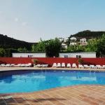 Le Camping Sant Miguel dispose d'une école de plongée, d'une piscine extérieure ouverte en saison et d'une aire de jeux pour enfants. Situés à 10 minutes à pied de la plage de Colera, ses bungalows modernes comprennent une salle de bains privative et une kitchenette bien équipée.