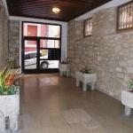 Situé au cœur de la vieille ville de Gérone, à proximité de bars et de restaurants, l'établissement à la gestion familiale Pensión Borrás se trouve à quelques pas de la rivière Onyar et à 10 minutes de marche de la cathédrale de Gérone. En outre, une connexion Wi-Fi est mise gratuitement à votre disposition.