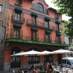 Situé dans le pittoresque village de Camprodon, dans les Pyrénées catalanes, cet hôtel néo-classique construit en 1914, a été complètement rénové et jouit d'une atmosphère chaleureuse et sympathique. L'hôtel Camprodon, entouré par la nature, est l'endroit idéal pour un week-end, des vacances ou pour organiser une manifestation de votre choix.