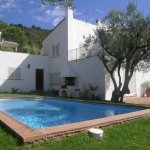 Située dans le paisible quartier résidentiel de Platja Fonda, la Villa Illa Blanca Begur dispose d'un grand jardin privé et d'une piscine extérieure. La plage de Begur se trouve à 5 minutes à pied.