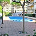 Cet appartement simple et traditionnel est situé à seulement 300 mètres de la plage Platja Gran à Platja d'Aro. Il dispose d'un patio meublé et d'une piscine extérieure commune avec une terrasse bien exposée.