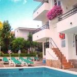 Lloret de Mar: séjournez au cœur de la ville  Située à 300 mètres de la plage de Lloret, cette maison d'hôtes à la gestion familiale dispose d'une piscine extérieure et d'un patio avec un joli jardin. L'Hostal Magnolia propose une zone Wi-Fi gratuite et des chambres dotées d'une télévision par satellite à écran plat.
