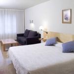 Situé directement sur la Rambla au centre de Figueres, cet élégant hôtel propose une connexion Wi-Fi gratuite et bénéficie d'une superbe vue sur la Rambla. Les chambres fonctionnelles comprennent la télévision par satellite et un minibar.