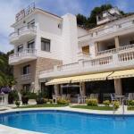 Lloret de Mar: séjournez au cœur de la ville  Cet hôtel est situé sur la colline à 500 mètres de la plage Platja Gran de Lloret de Mar et des plages de Sa Caleta. Il dispose d'un charmant jardin doté d'une piscine extérieure et de vues sur la mer.