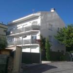 Roses: séjournez au cœur de la ville  Les appartements confortables de l'Apartaments Josep Pla se trouvent en face du port de Roses. Situés à 300 mètres de la plage de Roses, ces hébergements lumineux sont pourvus d'un balcon et d'un jardin commun.