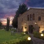 Entouré d'un jardin paysager de 5 hectares, le Mas Rabiol occupe une maison de campagne catalane traditionnelle du XVIe siècle située juste en dehors de Forallac. Il propose une piscine extérieure, un bar et une connexion Wi-Fi gratuite.