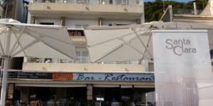 L'Hostal Santa Clara se situe sur la promenade du front de mer et donne sur le port de plaisance de L'Estartit, sur la Costa Brava. Cette maison d'hôtes à la gestion familiale propose un toit-terrasse bien exposé ainsi que des chambres basiques dotées d'une connexion Wi-Fi gratuite et de la télévision par satellite.