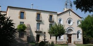 Le sanctuaire Mare de Déu de la Salut de Terrades comprend une chapelle, un vaste jardin et un restaurant catalan traditionnel. Il se situe dans le village de Terrades, à 15 minutes de route de Figueres.