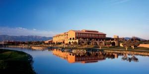 Le complexe hôtelier Peralada Wine Spa and Golf dispose de chambres avec vue sur le parcours de golf de l'établissement. Le complexe comprend une piscine extérieure et un spa accessible gratuitement, le Wine Spa, qui propose des soins de balnéothérapie à base de vin.