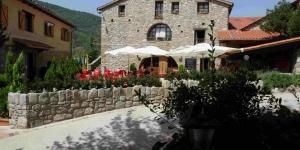 Cette maison d'hôtes se situe dans la vallée de Camprodon, dans les Pyrénées espagnoles. Elle bénéficie d'un environnement montagnard de toute beauté et est idéale pour les activités en plein air.