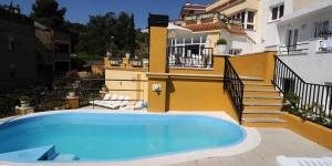 Lloret de Mar: séjournez au cœur de la ville  L'Apartaments Monjardi vous accueille dans la ville animée de Lloret de Mar, à seulement 200 mètres de la plage. Il dispose d'une petite piscine extérieure et d'un snack-bar.