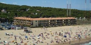 Bénéficiant d'un emplacement en bord de mer à Pals, les studios et les appartements de l'établissement Les Dunes disposent d'un balcon et offrent une vue sur la mer. Le complexe se trouve à moins de 350 mètres du supermarché le plus proche.