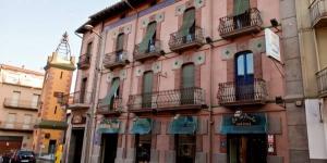 Cette maison d'hôtes se trouve à Castellfollit de la Roca, dans la zone volcanique de la Garrotxa. Son restaurant sert des plats traditionnels catalans de la région.