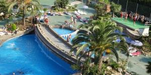 L'Hotel Esplendid se trouve à seulement 300 mètres de la plage de Blanes, sur la Costa Brava. Il dispose de piscines intérieure et extérieure, d'un sauna et d'une salle de sport.