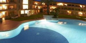 Entouré par la forêt, à 900 mètres de la plage de Playa de Pals, l'Aparthotel & Village Golf Beach dispose d'une piscine extérieure et d'une connexion Wi-Fi gratuite. Il propose des studios, des appartements et des villas avec balcon ou terrasse.