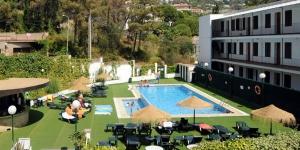 L'Evenia Hotel Montevista vous accueille dans un cadre tranquille, à seulement 5 minutes à pied de la plage de Lloret de Mar. Il dispose d'un jardin privé doté d'une piscine extérieure.