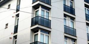 Lloret de Mar: séjournez au cœur de la ville  Situé à 150 mètres de la plage de Lloret de Mar, l'établissement Apartaments Martribuna vous propose des appartements dotés de la climatisation et d'un balcon privé. Vous pourrez profiter de la piscine d'un complexe voisin.