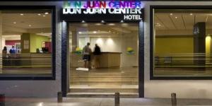 Lloret de Mar: séjournez au cœur de la ville  Le Don Juan Center se trouve au cœur de Lloret de Mar, à 200 mètres de la plage. Il dispose d'une piscine.