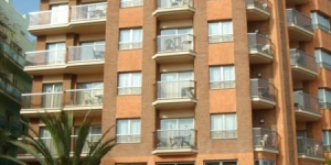 Lloret de Mar: séjournez au cœur de la ville  Situé à moins de 200 mètres de la plage de Lloret de Mar, cet établissement propose une terrasse avec un bain à remous ainsi que des appartements offrant des vues sur la mer ou sur les montagnes. Les appartements comportent tous un salon avec une télévision et un coin repas.