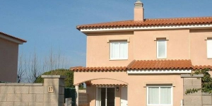 Terraced holiday home located in l Escala. at 1 km from the beach of Riells and 1 km from the shopping centre.