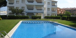 Holiday apartment located at 150m from Platja de Pals beach and at 50m from the shopping centre of Platja de Pals. The apartment has a terrace and parking.